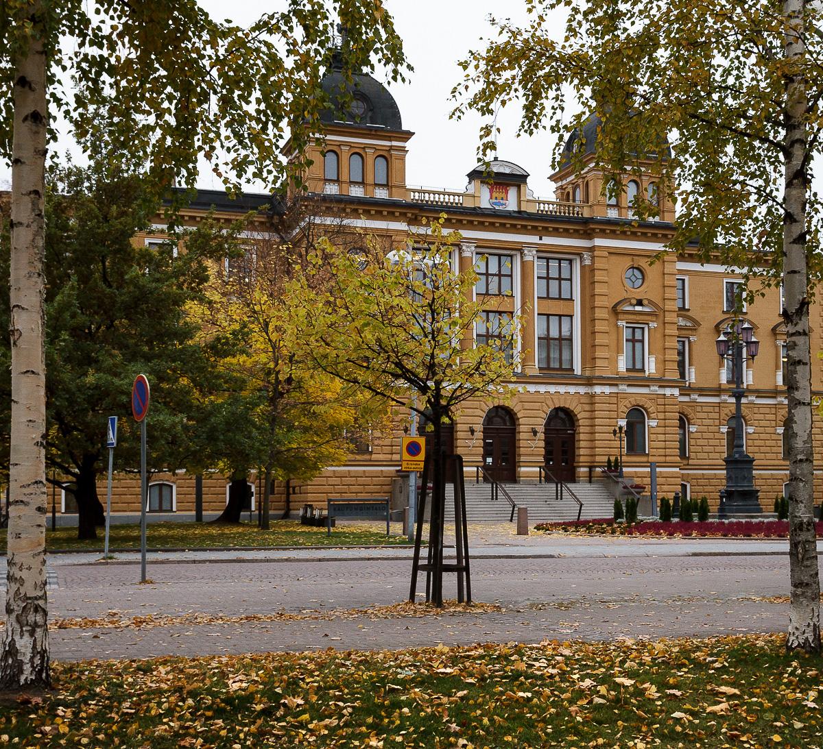 Oulun kaupungintalo alkusyksystä