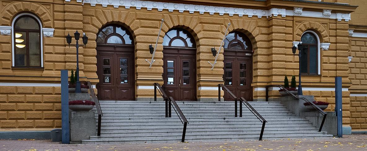 Oulun kaupungintalon etuovet